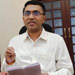 २ एप्रिल २०२० ह्या दिसा मुख्यमंत्री डॉ. प्रमोद सावंत अल्तिन्हो, पणजी हांगा पत्रकारां बरोबर दिसताना .