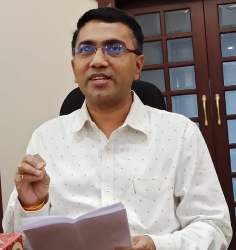 Chief Minister, Dr. Pramod Sawant briefing the Press at his Official residence, Altinho, Panaji on April 2, 2020.