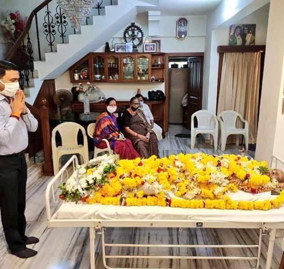 Chief Minister Dr. Pramod Sawant today paid a final tribute to Shri Achyut Kashinath Sinai Usgaonkar, Former Goa Minister who passed away today morning.
