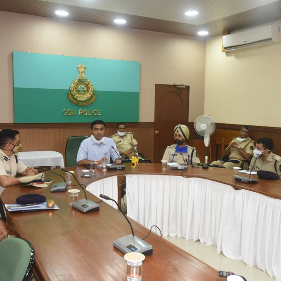 Chief Minister Dr. Pramod Sawant visited the Police HQ today and interacted with all PIs & senior officers. The Chief Minister congratulated the police force for their dedication in Goa's fight against COVID-19. The Chief Minister also urged them to enforce wearing masks and social distancing amongst the public with renewed zeal. The Chief Minister also guided the PIs to maintain closer and friendly relations with the people of their areas while ensuring Zero tolerance towards crime.