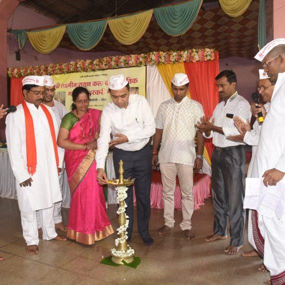 Chief Minister, Dr. Pramod Sawant lighting the Traditional Lamp to mark the Inauguration of Shree Laxminarayan Kala & Sanskrutick Mauli Varkari Mandal at Navelim, Sankhali on November 08, 2019.