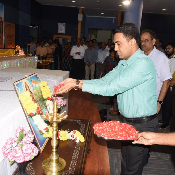 Chief Minister offered floral Tributes to the Martyrs on the occasion of
