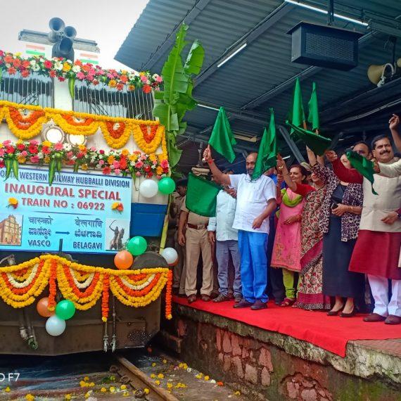 Union Minister of State (IC) for AYUSH, Shri Shripad Naik and Union Minister of State for Railways, Shri Suresh Channabasappa Angadi are seen Flagging off Bi –Weekly Train No. 06922 Vasco-Da-Gama-Belagavi Passenger Special at Vasco on September 4, 2019.