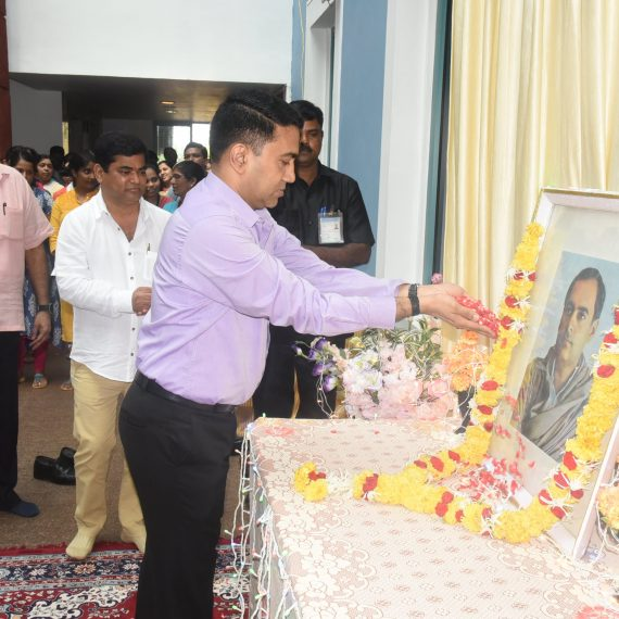 Chief Minister, Dr. Pramod Sawant paying floral tributes to former Prime Minister of India, Late Rajiv Gandhi on the occasion of his Birth Anniversary observed at Secretariat Porvorim on August 20, 2019. Also seen are Dy. Chief Minister, Shri Chandrakant Kavlekar and Chief Secretary, Shri Parimal Rai-IAS.