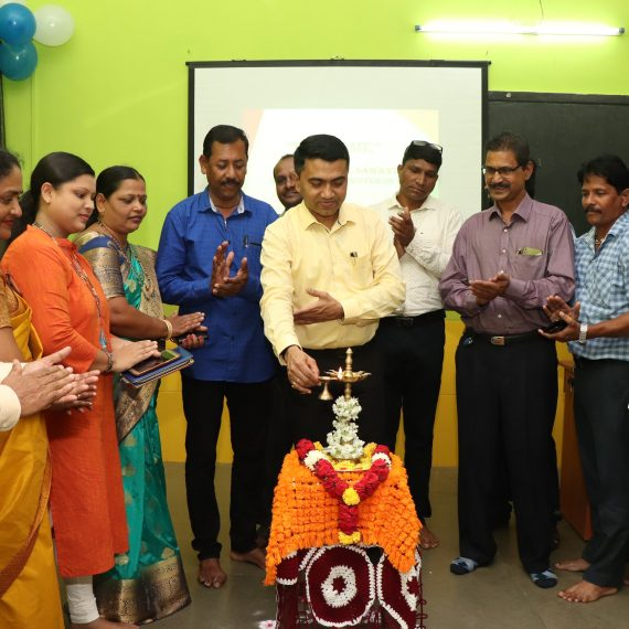 Chief Minister, Dr. Pramod Sawant Inaugurating Computer Training Lab at Govt. High School, Amona on September 12, 2019.
