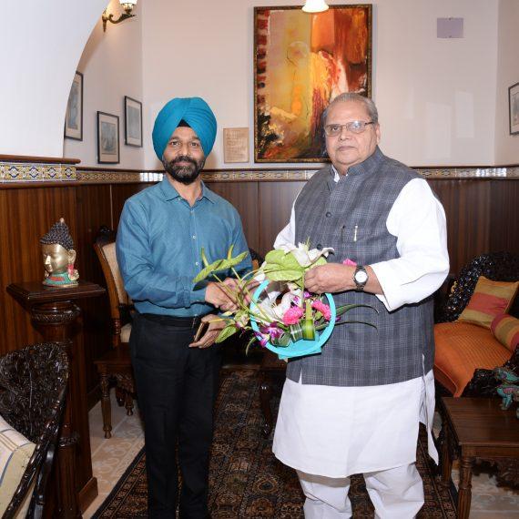 Inspector General of Police –Goa Shri Jaspal Singh, IPS called on Governor of Goa Shri Satya Pal Malik at Raj Bhavan, Donapaula on January 1, 2020.
