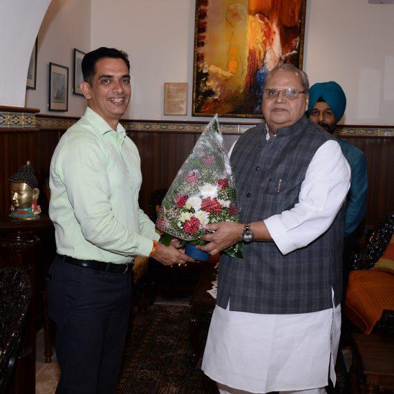 Deputy Inspector General of Police Shri Paramaditya, IPS called on Governor of Goa Shri Satya Pal Malik at Raj Bhavan, Donapaula on January 1, 2020.