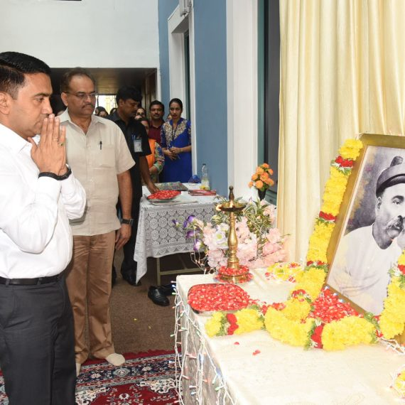 Chief Minister offered floral Tributes to the Lokmanya Tilak on the occasion of his Death Anniversary at Porvorim on August 1, 2019.