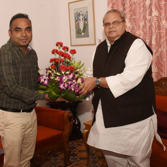 Chief Electrol Officer called on Governor of Goa at Raj Bhavan, Donapaula on Jan. 21, 2020