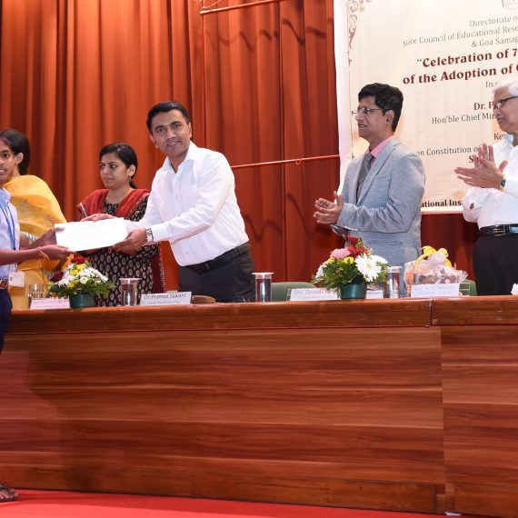 "Chief Minister, Dr. Pramod Sawant distributing prizes to the winners of painting competition at the Celebration of ""70th Anniversary of Adoption of Our Constitution"" at NIO, Dona Paula recently"