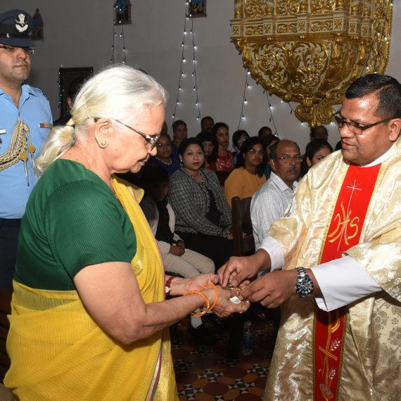 Governor of Goa, Dr. (Smt.) Mridula Sinha attended the Feast Mass of Our Lady of Assumption celebrated by Rev. Fr. Conceicao D' Silva (Main Celebrant) along with Parish Priest of Caranzalem, Rev. Fr. Ruzario Oliveiro, Fr. Joseph Gama and Bro. Leo Fernandes at Raj Bhavan Chapel, Donapaula on August 15, 2019.