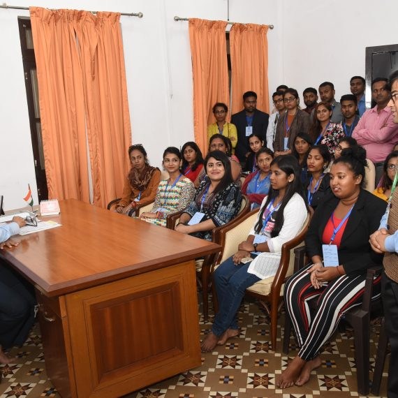 Dr. Pramod Sawant interacting with the Indian Diaspora Youth who are on a 55th Know India Programme-2019