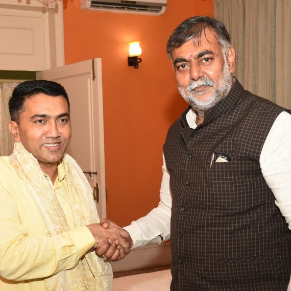 Chief Minister, Dr. Pramod Sawant being felicitated by Union Minister of State (I.C.) for Tourism & Culture, Shri Prahlad Singh Patel during his courtesy visit at Altinho Panaji on September 12, 2019.