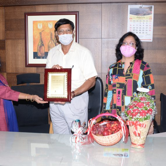 Secretary of Goa State Information Commissioner, Smt. Irene Sequeira presenting a Memento to Goa State Information Commissioner, Shri Juino D' Souza who demitted office on July 3, 2020, at GSIC Office premises, Patto Panaji. Also present were State Information Commissioner, Smt. Pratima Vernekar, Under Secretary, GSIC, Shri Bala Korgaonkar and Information Officer of DIP, Shri Prakash Naik.
