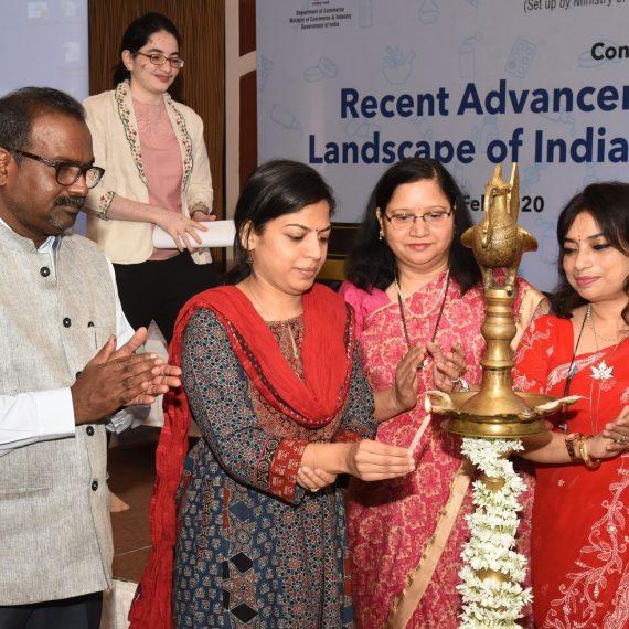 आरोग्य सचिव, श्रीमती. निला मोहनन , २५ फेब्रुवारी २०२० पणजी हांगा एफडीए, गोंय आनी सीडीएससीओ, डब्ल्यूझेड हांचे सहकार्याने फार्ममेक्सिल आयोजित 'रेग्युलेटरी लँडस्केप ऑफ इंडिया अँड रेग्युलेटेड मार्केट्स' परिषदेचे उद्घाटन केले.