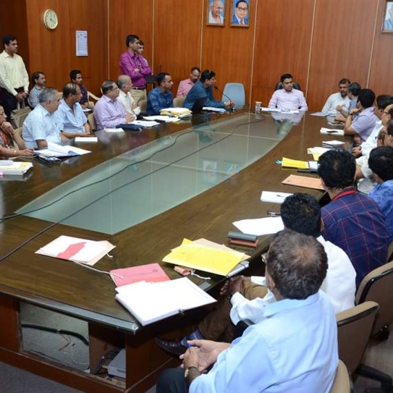 Dr. Pramod Sawant chaired a meeting along with PWD Minister Shri. Deepak Prabhu Pauskar to review the overall functioning of the Public Works Department.