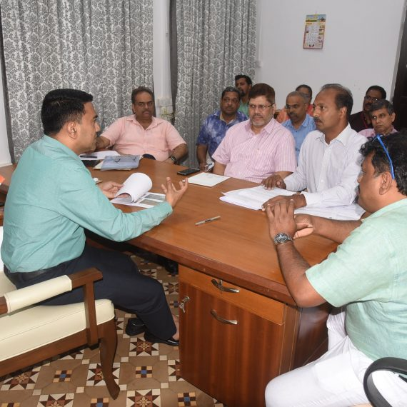 CHIEF MINISTER HOLDS MEETING WITH RDA OFFICIALS