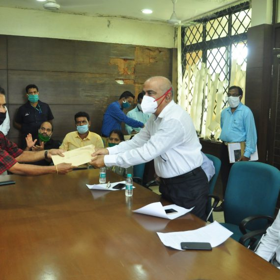Shri Ajgaonkar Hands Over Offers Letters To The Contract Labourers Working In PWD