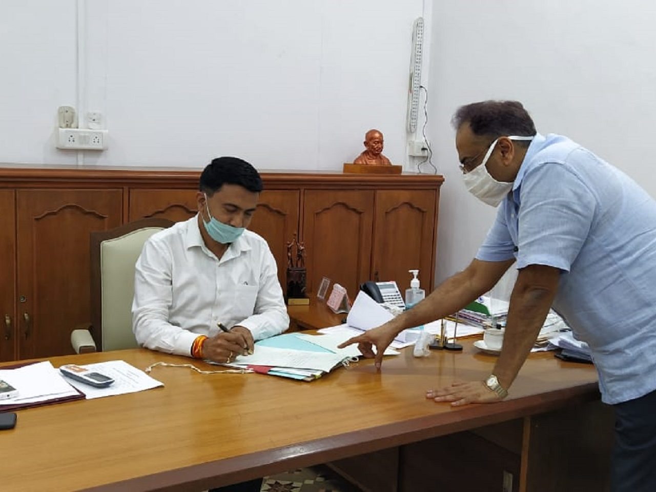Chief Secretary Shri Parimal Rai briefing Hon'ble Chief Minister on position of COVID19 In Goa.