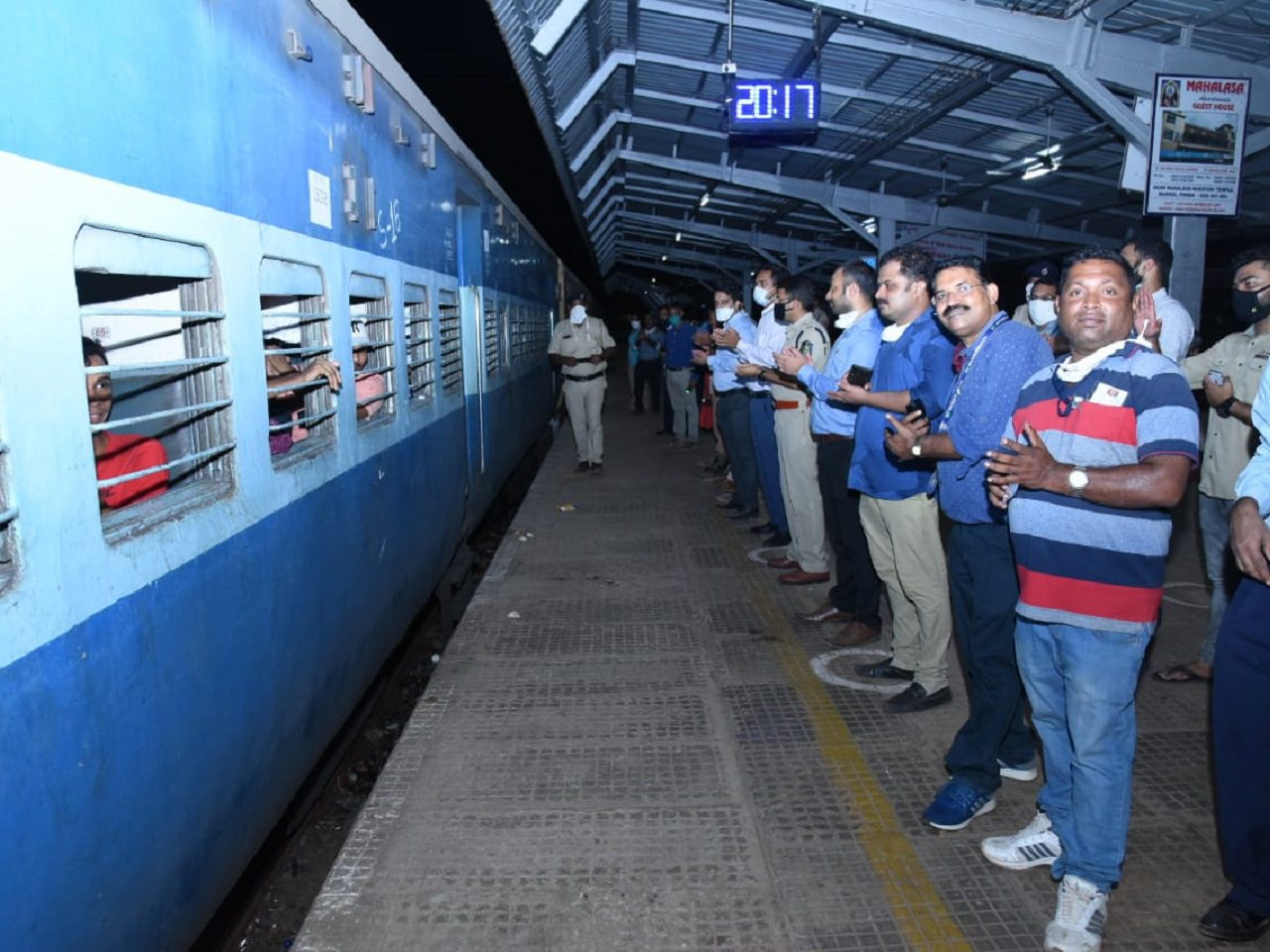 SHRAMIK EXPRESS TRAINLEAVES FOR JHARKHAND WITH 1638 PASSENGERS