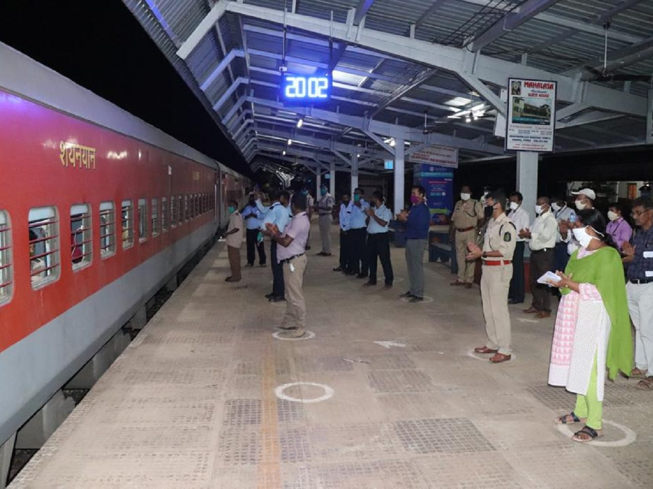 SHRAMIK EXPRESS TRAINS DEPART TO UP AND BILASPUR WITH 2652 PASSENGER