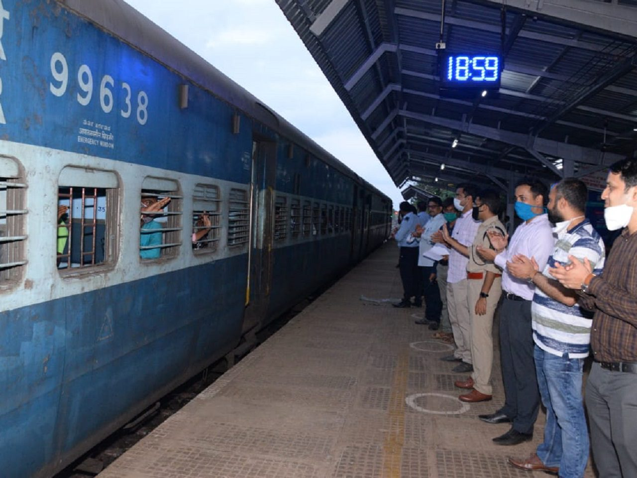 Shramik Express Train Leaves For Jharkhand With 1660 Passengers