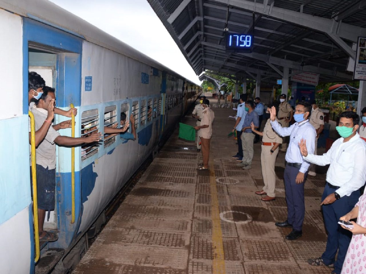 Shramik Express Trains Departed To West Bengal And MP With 2377 Passengers