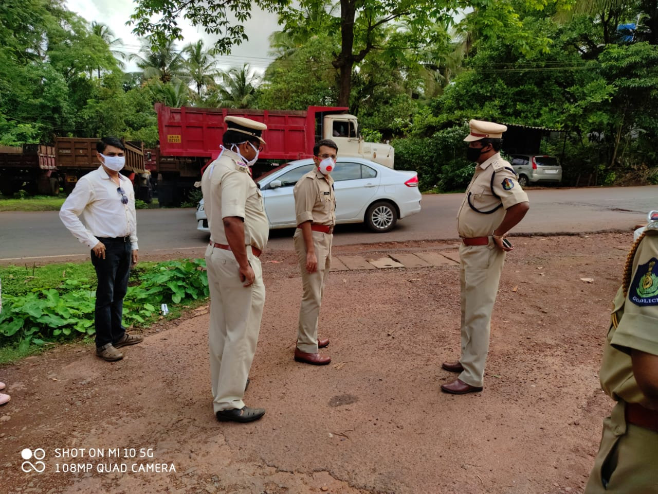 North Goa Senior Police Officials Visited and inspected Arrangements of containment zones in bandarwada, Dessainagar and Gauthan in Sankhalim