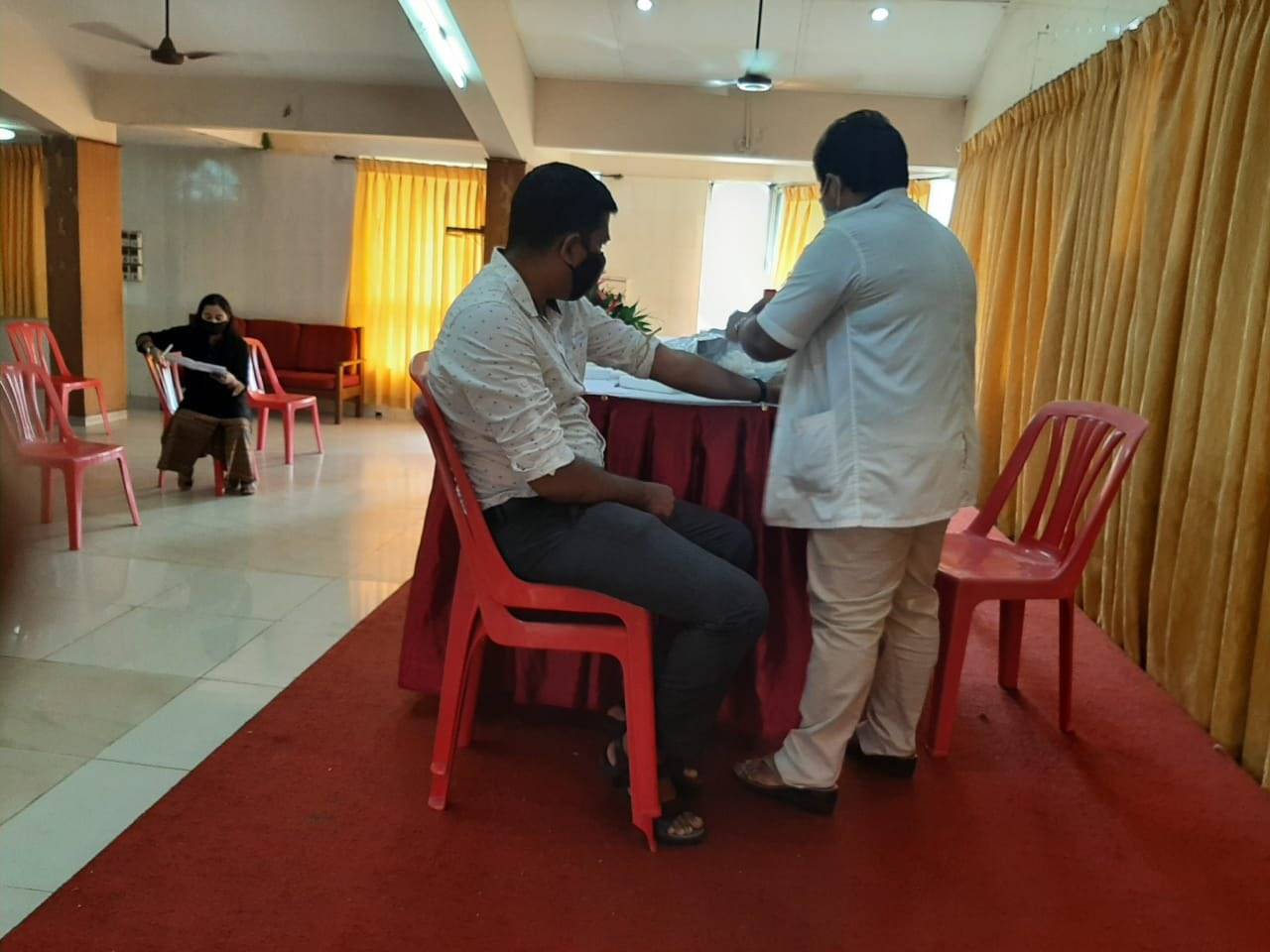 The offices of the Collector North Goa, Deputy Collector Panaji and Mamlatdar Tiswadi organised a screening camp for willing plasma donors on 16th October at Miramar Residency