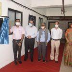 मुख्यमंत्री डॉ प्रमोद सावंत गोंय विद्यापीठातले जनावराचे घर खातर सुविधेचे उद्घाटन करताना दिसले