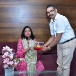 Secretary, Goa State Information Commission, Shri Vinesh Arlekar is seen presenting a memento to State Information Commissioner, Smt. Pratima Vernekar who demitted office on December 31, 2020.